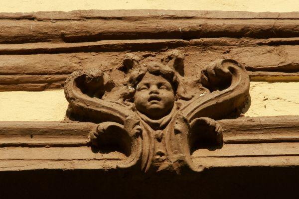 Sucha Górna -- Pałac (płaskorzeźba na ścianie)