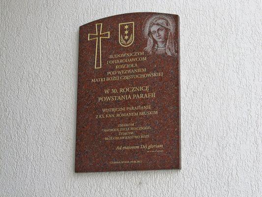 Tablica pamiątkowa z okazji 30 lecia Parafii