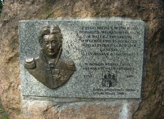 Park Henryka Dabrowskiego obelisk tablica
