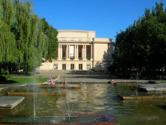 Bdg Filharmonia z fontanną lato 2005