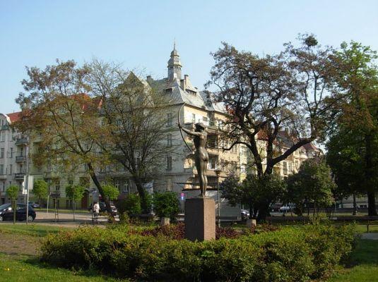 Park Kochanowskiego - łuczniczka