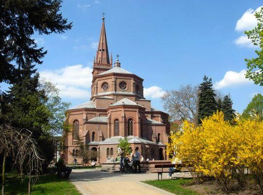 Park Kazimierza Wielkiego kościół