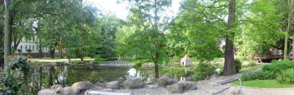 Staw płn w parku Kaz Wlk panorama