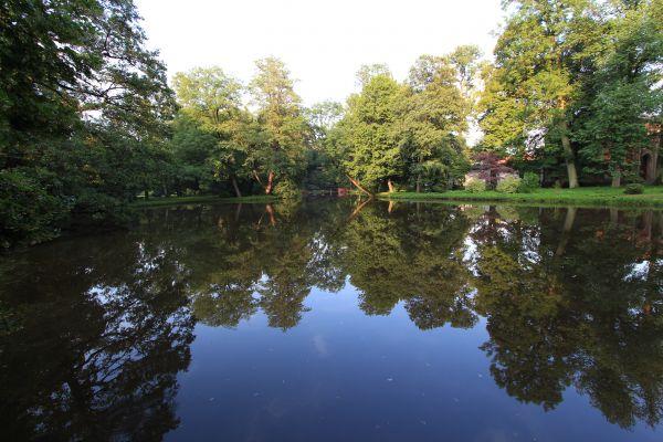 Park Zamkowy w Pszczynie - staw obok stajni i mostek przy Tkackiej