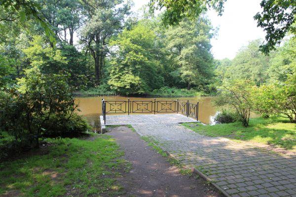 Park Zamkowy w Pszczynie - podest widokowy przy głównym mostku