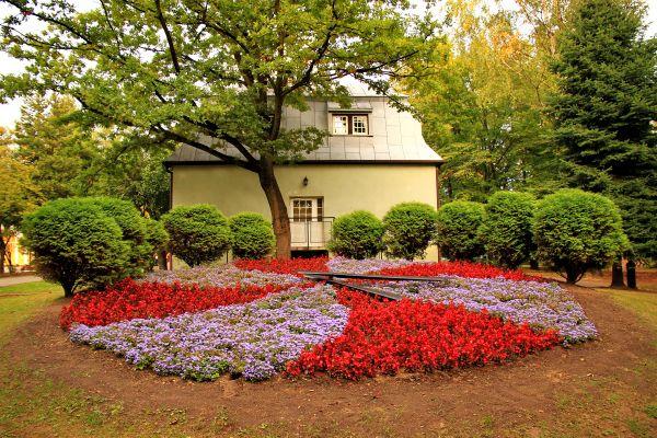 Zegar kwiatowy w Parku Zdrojowym w Jastrzębiu-Zdroju