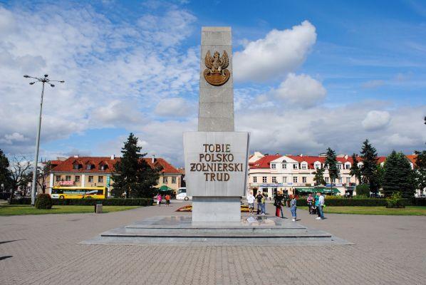 Plac wolnosci we wloclawku pomnik