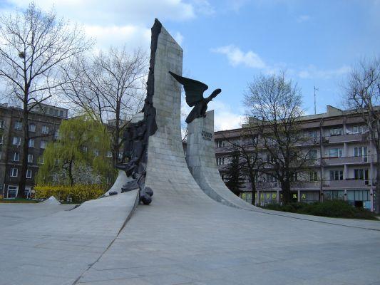 PomnikPoległymWObronieOjczyzny