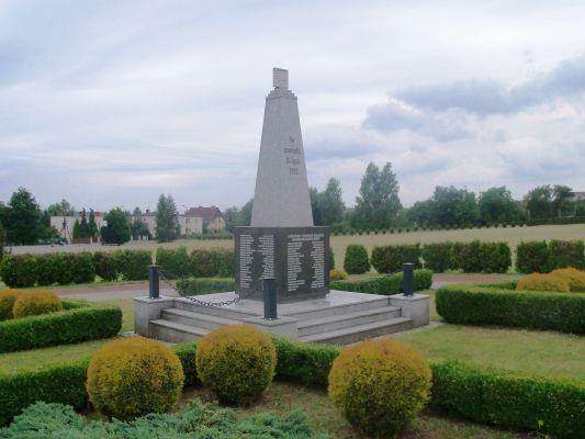 Katowice Kostuchna - pomnik Powstańców (1)