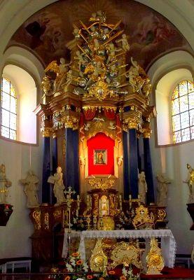 Rokitno, ołtarz główny w bazylice mniejszej Matki Bożej Cierpliwie Słuchającej