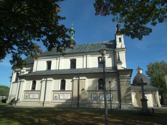 Kościół klasztorny św. Jana Chrzciciela w Janowie Lubelskim z boku