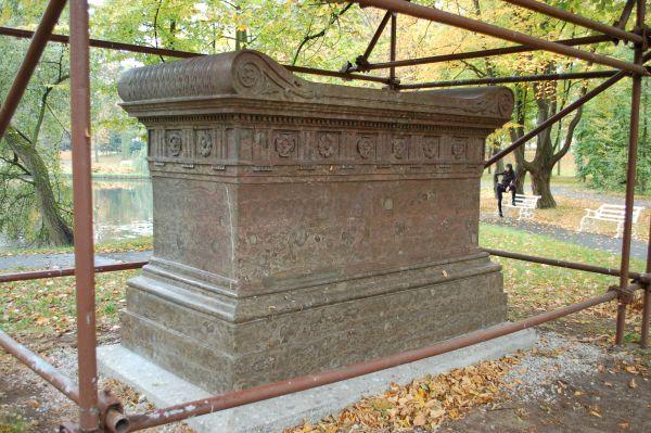 Tył sarkofagu Potockiego