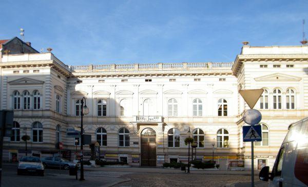 OPOLE budynek dawnego Starostwa z XIXw ul Krakowska 53 front. sienio