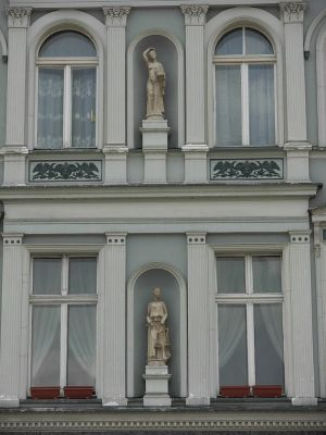 Bydgoszcz Rzeźby na kamienicy Stary Rynek płd pierzeja
