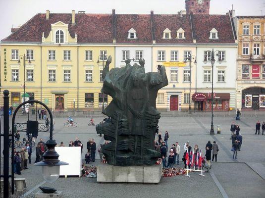 Stary Rynek - pomnik z ratusza