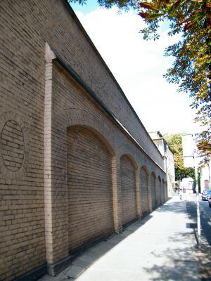 OPOLE mur okalający więzienie przy ul Sądowej. sienio