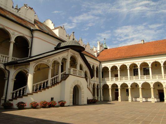 Dziedziniec pałacu w Baranowie Sanomierskim.