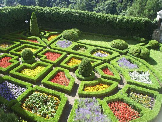 Pieskowa Skała ogród zamkowy