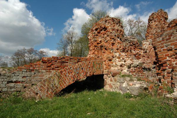 Ruiny zamku w Raciążku