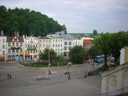 Wambierzyce. Widok na miejscowość ze schodów bazyliki