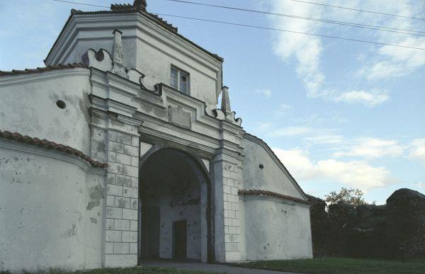 Brama wjazdowa do zamku w Czemiernikach
