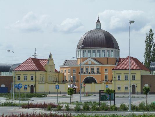 Piaseczno - centrum handlowe Fashion House
