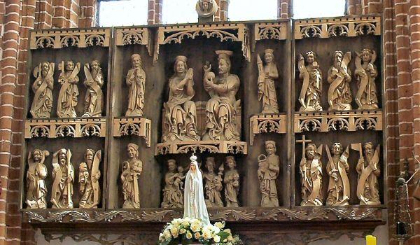Kołbacz - ołtarz główny w kosciele cystersów