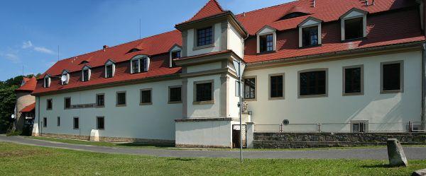 Janowice Wielkie, dawny dwór, obecnie Dom Pomocy Społecznej