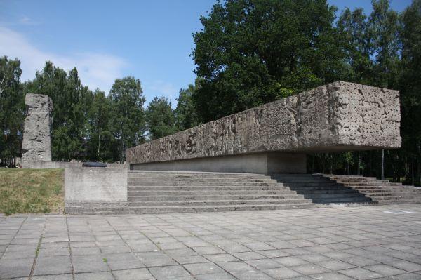 Sztutowo, były hitlerowski obóz koncentracyjny, Pomnik Walki i Męczeństwa