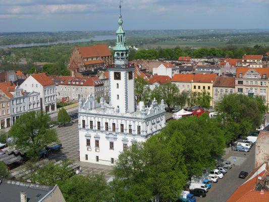 Chełmo - widok na rynek i ratusz