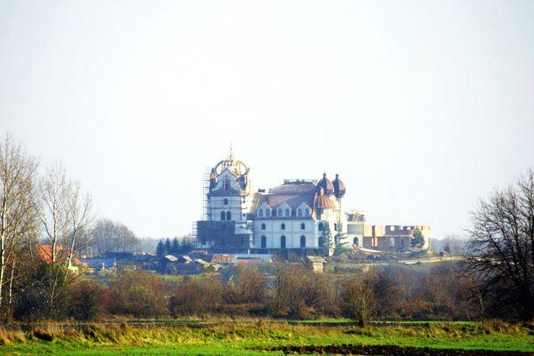 Budowa pałacu w Leżachowie