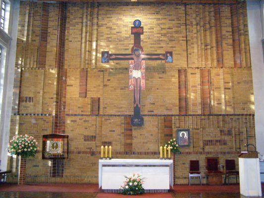 Prezbiterium sanktuarium Urszuli Ledóchowskiej w Pniewach