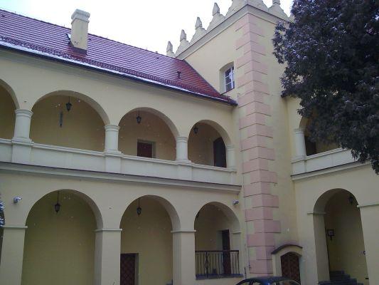 Arkady i attyka na zamku w Rogowie Opolskim