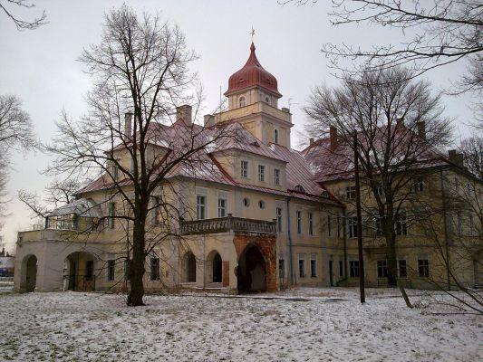 Neobarokowy pałac w Dąbrówce Górnej.