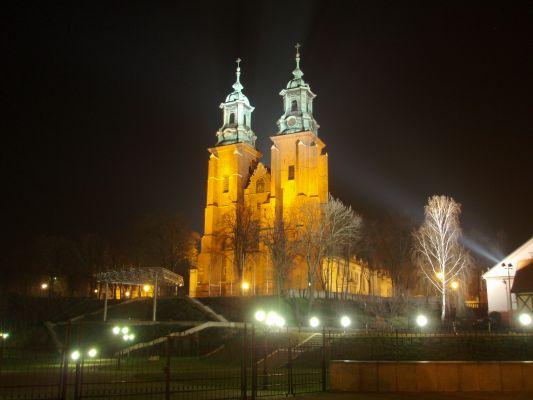 Archikatedra Gnieźnieńska nocą