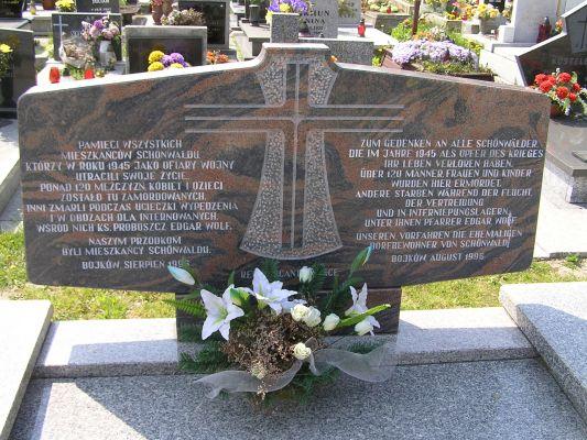 Bojków - Symboliczny grób ofiar masakry z 1945 roku