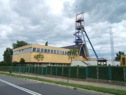 Budynek Muzeum Górnictwa oraz szyb Zabytkowej Kopalni Rud Srebronośnych w Tarnowskich Górach