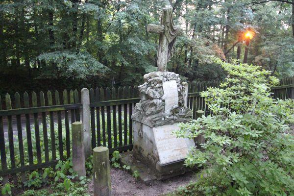 Pszczyna - Cmentarz ewangelicki - nagrobek