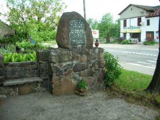 Czechowice – Obelisk ku czci mieszkańców poległych w obu wojnach światowych