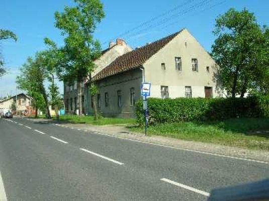 Czechowice – Stara szkoła z 1872 roku, obecnie siedziba organizacji społecznych.