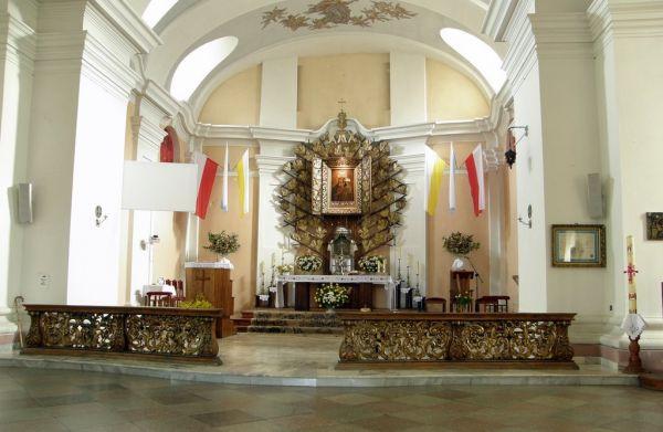Dąbrówka Kościelna, Sanktuarium Matki Bożej Dąbrowieckiej - wnętrze