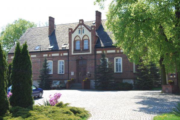 Dom Parafialny w Czarnowąsach