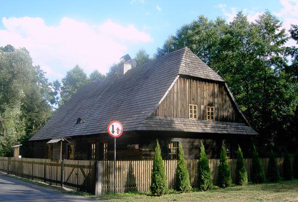 Drewniana chata w KIelczy (gmina Zawadzkie)