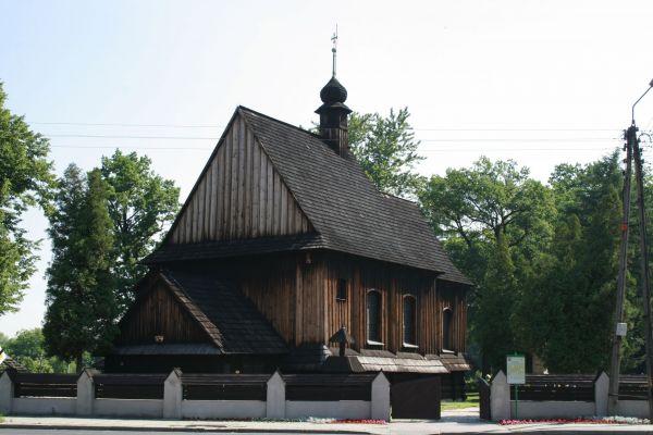 Drewniany cmentarny kościółek św. Walentego z przełomu XVI/XVII wieku w Bieruniu