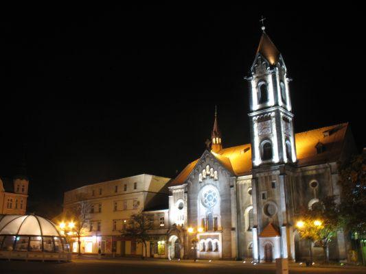 Ewangelicki kościół Zbawiciela w Tarnowskich Górach nocą