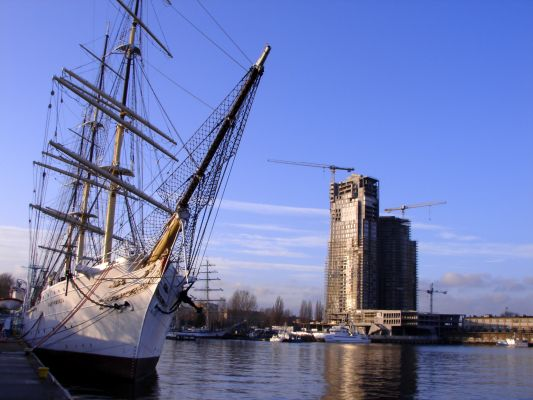 Gdynia -widok ze Skweru Kościuszki ( z lewej Dar Pomorza)