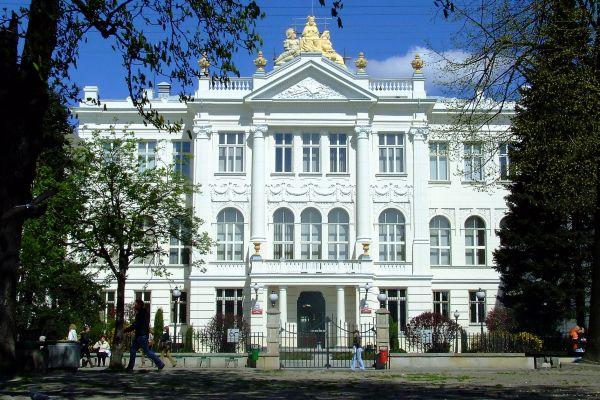 Gmach sądu w Piotrkowie Trybunalskim