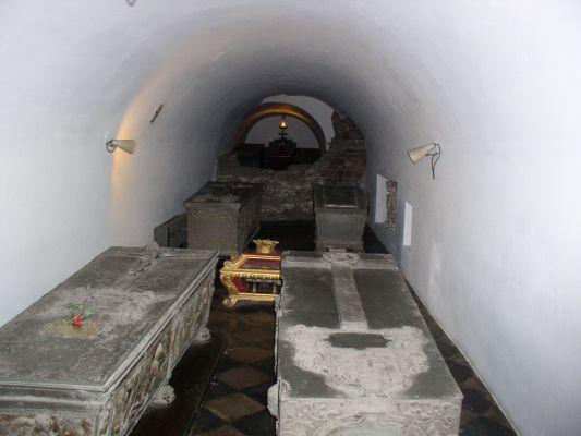 Groby królewskie w podziemiach Kaplicy Zygmuntowskiej na Wawelu