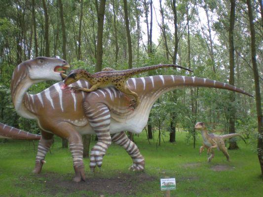 Jeden z eksponatów Zaurolandii - Rogowo, atak dinozaura