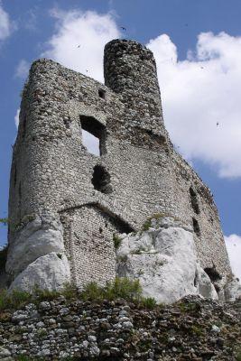 Jedna ze ścian zamku Mirów